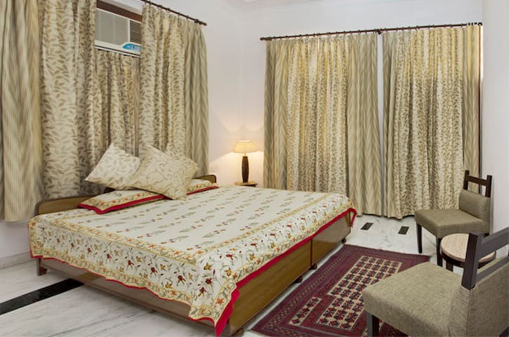 Pink City Home Stay@Jaipur Airport Free Pick/Drop