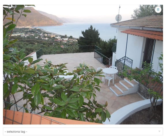2 villas with breathtaking view - Villammare - 別荘