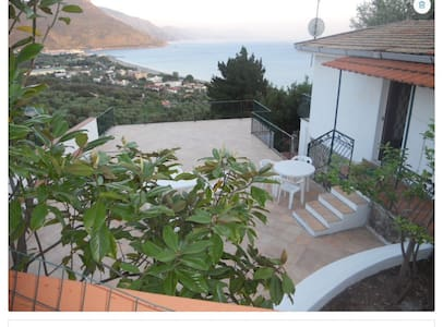2 villas with breathtaking view - Villammare - Huvila