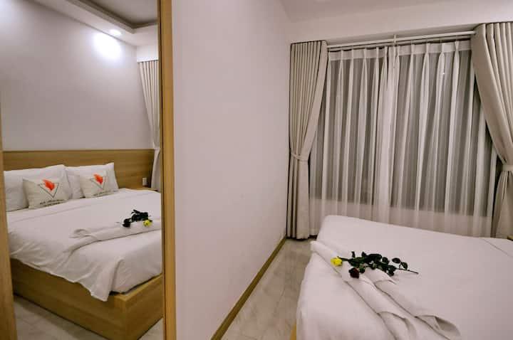 Private bedroom in 2 bedroom apartment, beachfront