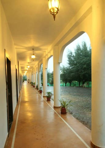Two double beds with an attached terrace balcony - Silvassa - Hotel butique