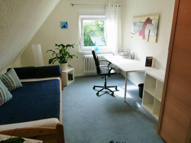 zimmer in messen he 10 min zu fu huizen te huur in hannover niedersachsen duitsland. Black Bedroom Furniture Sets. Home Design Ideas