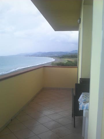 Casa con un'incantevole vista mare - San Giacomo-marinella