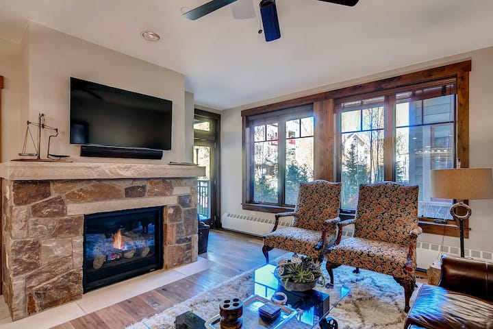 Luxury condo w/shared hot tub/pool near all outdoor activities!