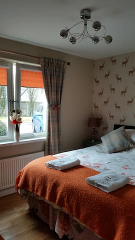 Two luxury bedrooms Sleeps 4 - Aviemore