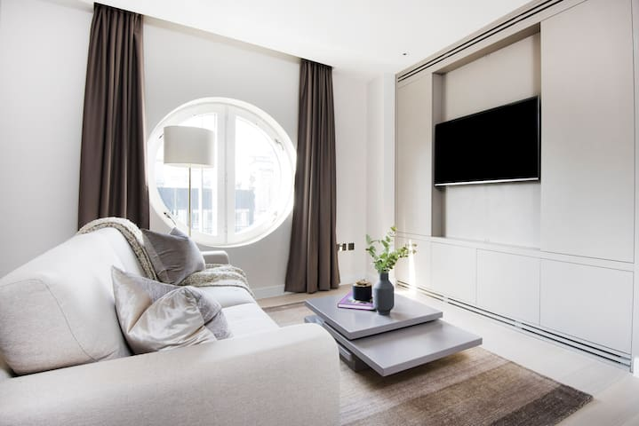 Grand 2BR in Westminster by Sonder