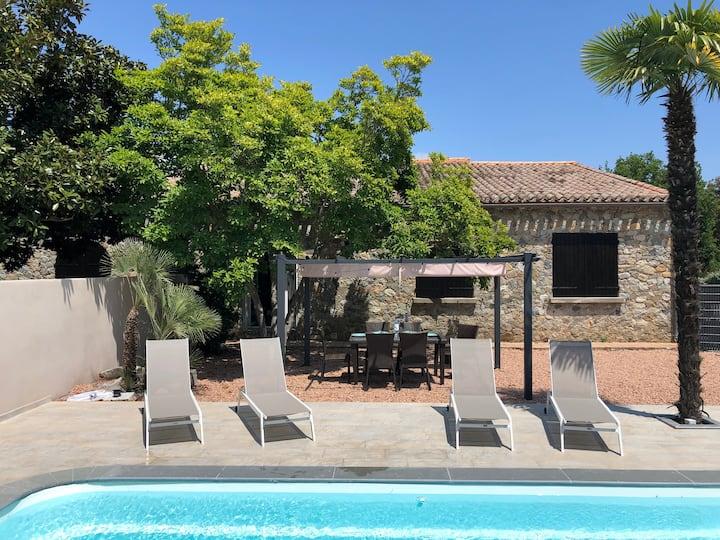 Maison de caractère en pierre avec piscine