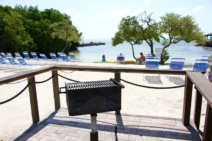 2 x ISLAND VIEW 2BR SUITES FOR 12, GRILL, POOL
