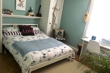 Queen size bed & king size feather duvet
