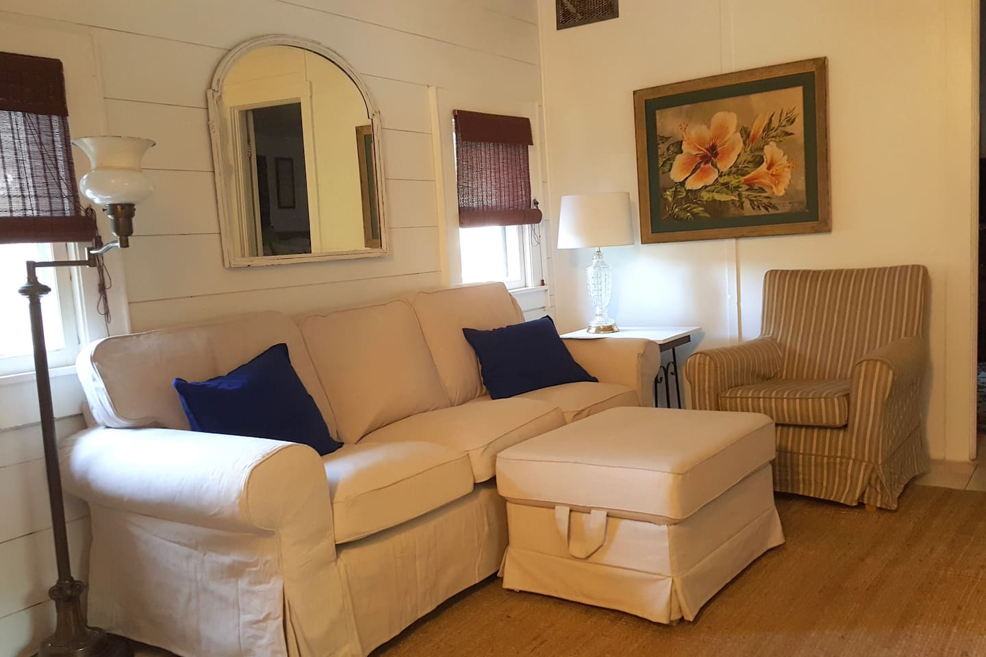1920 Guest Cottage with Comfortable furnishings and private entrance.