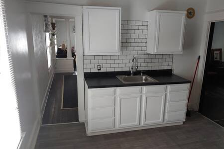 Beautiful 1920's 2 bedroom minutes from Downtown