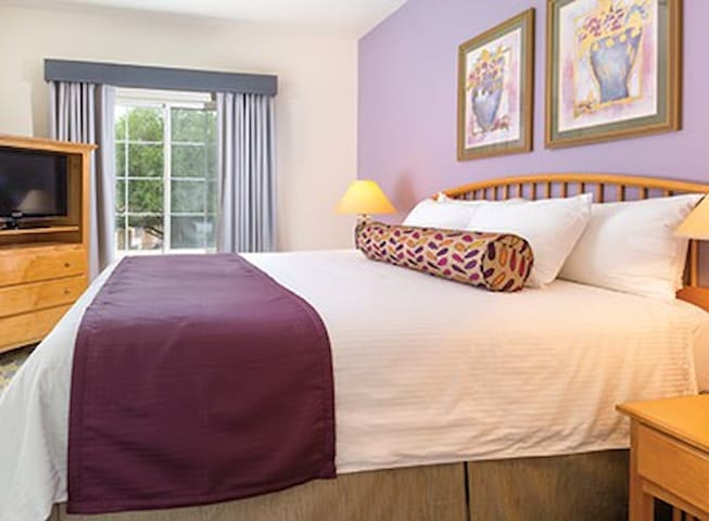 Cathedral City - 1 Bedroom + Pullout - 4 persons