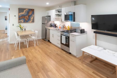 Lil BUB's Really Nice Apartment - WEST