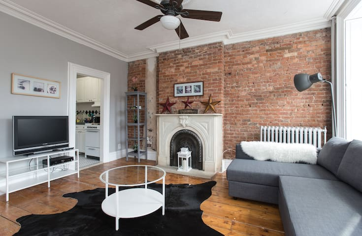 Modern & Clean 2bed/1bath Brownstone Apartment