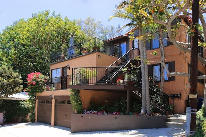 Gorgeous peaceful Mediterranean building but steps away from the heart of Hollywood