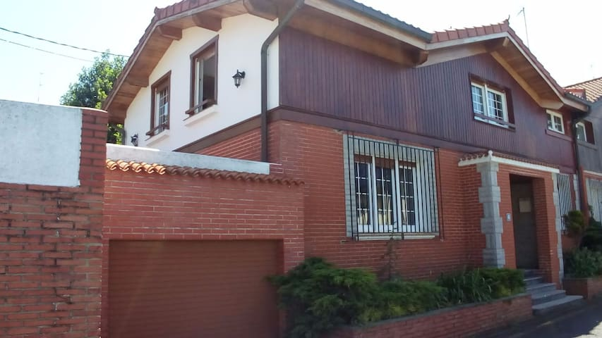 Habitación en casa con jardín, centro de Plentzia