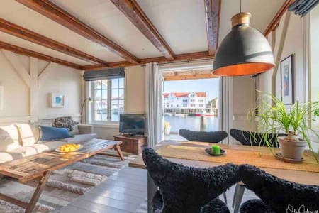 Beautiful apartment perfectly located on the pier