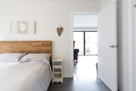 Warm eco friendly home in Kingston - Kingston - บ้าน