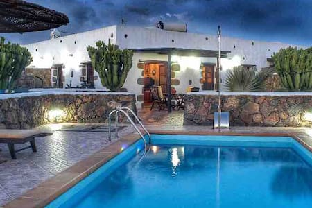 A BEAUTIFUL VILLA WITH POOL IN LANZAROTE🏝☀️🌵