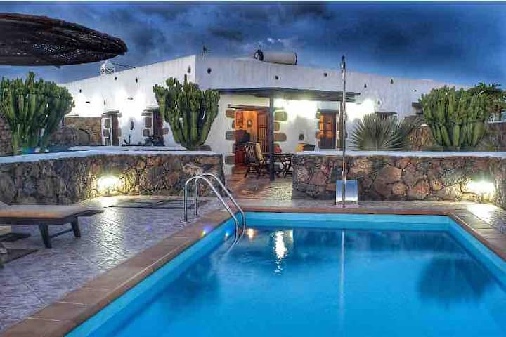 AMAZING VILLA WITH POOL PRIVATE IN LANZAROTE 🏝☀️🌵🌋🏄‍♂️