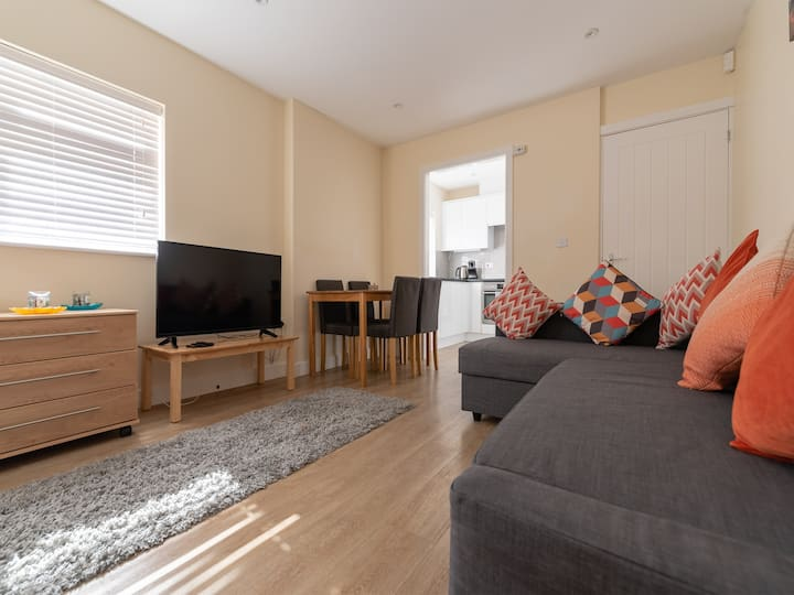 Private flat + parking ★ near Chelmsford station