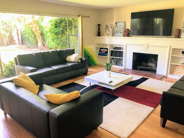 Modern 4BR Executive House for 10  in  Menlo Park