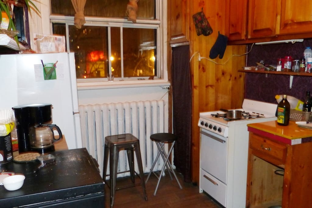 La cuisine. The kitchen.