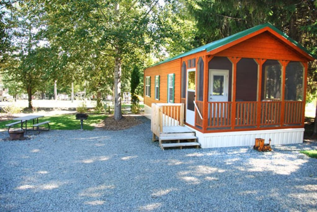 Deluxe Cottage At Pine Cradle Lake Cabins For Rent In