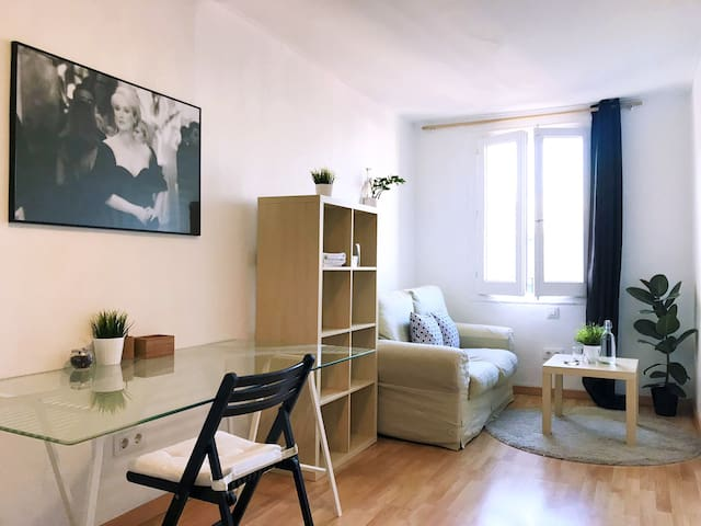 XL Bedroom, Quiet and Cosy & Lounge Corner