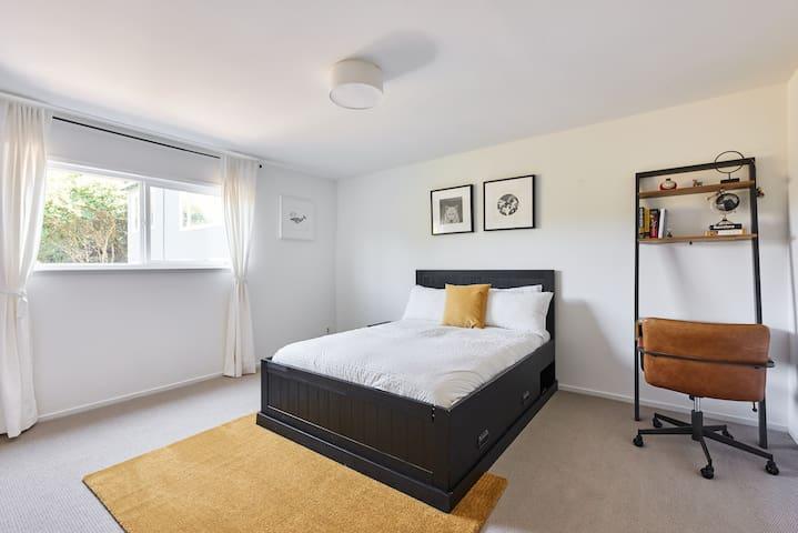 Green, Charming, & Spacious 2BR apartment w/views