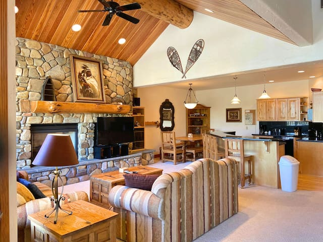 Ski-in, ski-out home at Whitefish Mountain Resort- With in-home Sauna & Hot Tub!