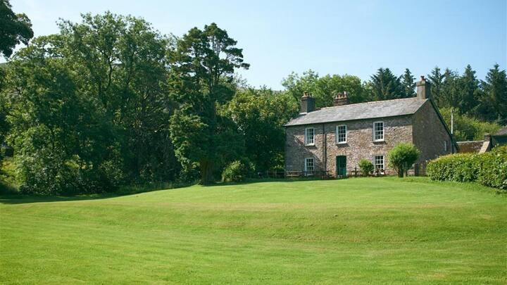 Forest Lodge Farmhouse