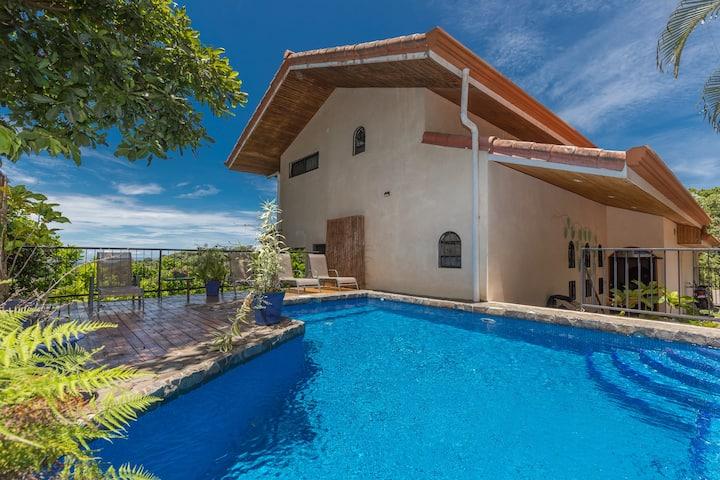 Casa Sophia: A Cozy, Treetop, Sea-View Gem!