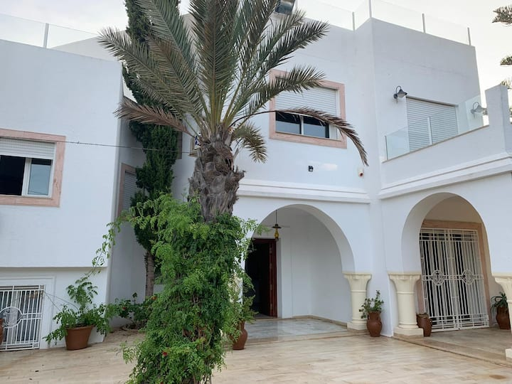 Airbetter - Luxurious 5bed Villa & Studio Patricia with pool