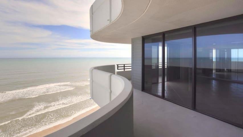 Horizons Condominium 1502