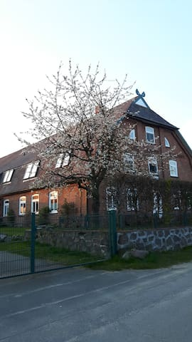 Große Wohnung in einem alten Bauernhaus - Köthel