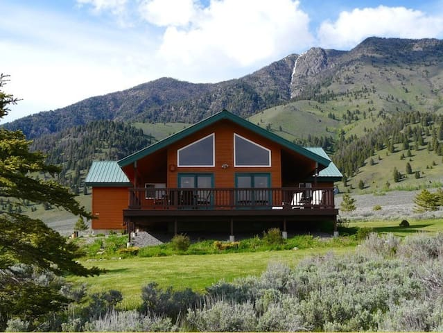 Lakeview Cabin -- Amazing Views, Near Yellowstone - Island Park - Kabin