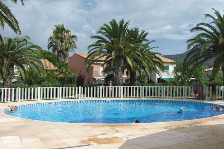 Mazet climatisé avec piscine, wifi, proche plage