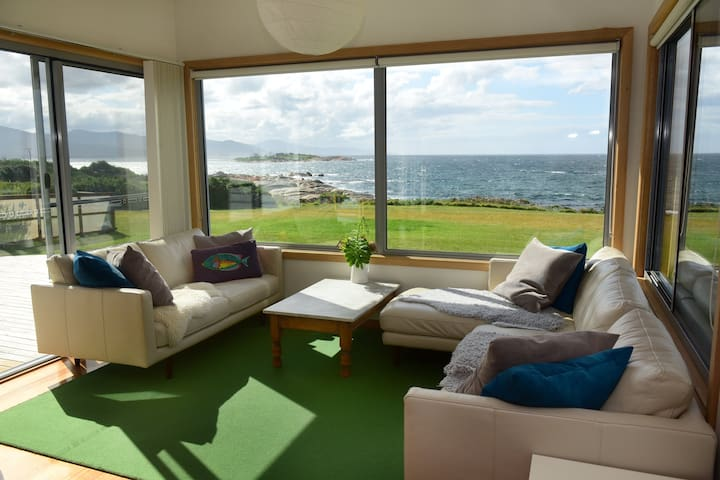 AWESOME BEACH HOUSE - Ocean Front House - Bicheno - 一軒家