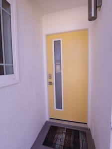 Newly Remodeled Modern Room with Breeze - Torrance - Apartment