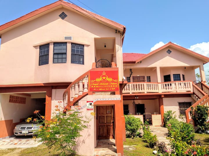 The Royal Ashanti Palace - Guesthouse
