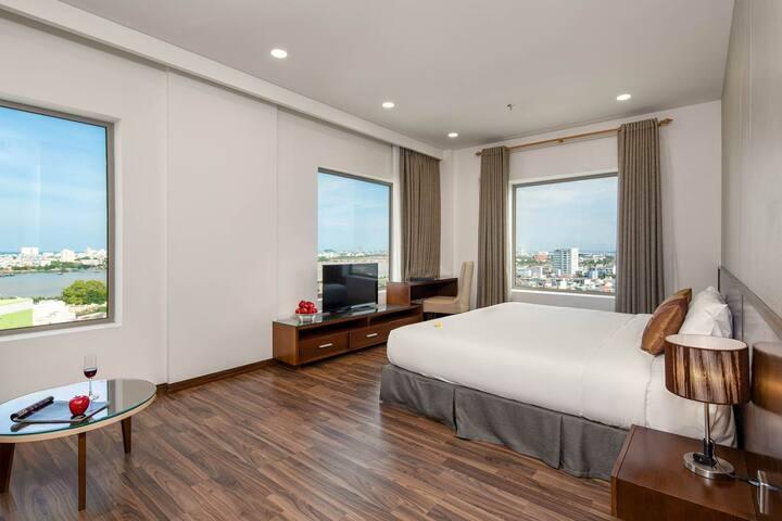 Cozy Junior Suite Room in the heart of City