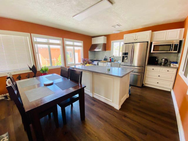 Cozy guest house W/private entrance 10min to ONT