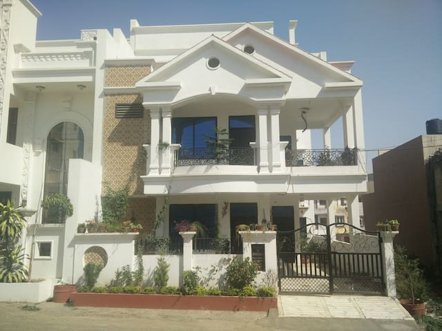 Home away from home in city of lakes Bhopal - Bhopal - Dům