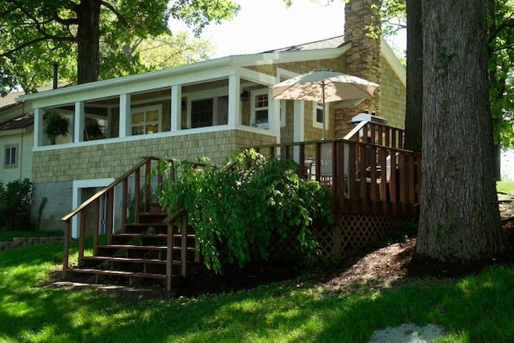Indian Lake Treehouse Cottage - Lakeview - Bungalow