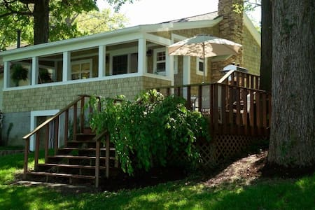Indian Lake Treehouse Cottage - Lakeview - Bungalou