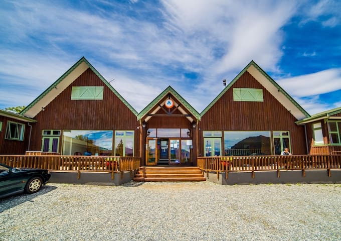 6 Bed Mixed Ensuite Cabin - YHA Wanaka