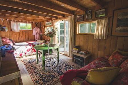 Romantic Shepherds Hut at Coombe Farm B&B