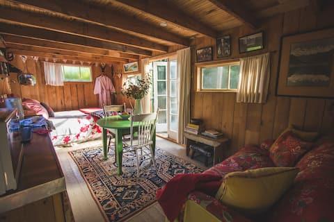 Romantic Shepherds Hut at Coombe Farm B&B