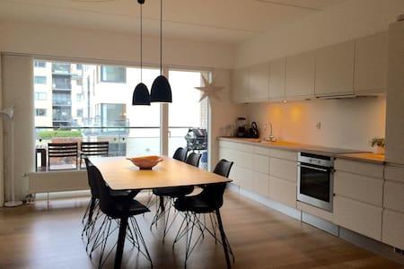 Modern home in excellent location - København - Apartment